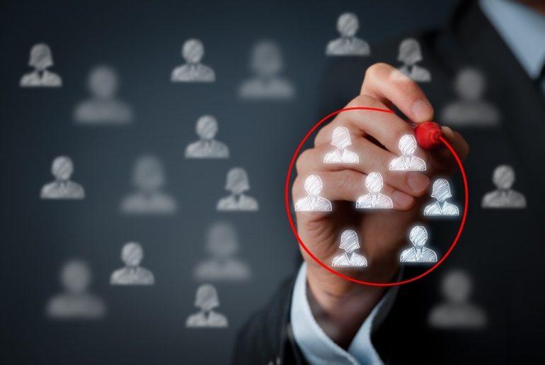 Seleção do público-alvo em meio a vários usuários